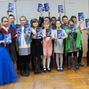 Новое поколение адвентистов в действии: в День влияния ребята подарили книги своим сверстникам