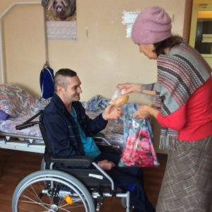 Железногорские адвентисты поздравили ветеранов труда с Новым 2020 годом